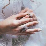 指に青緑(ろくしょく)の痕がつく時の対処。指輪のサビを落として綺麗にする方法